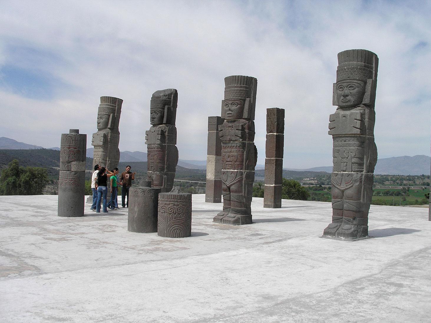 Warrior columns, Tula